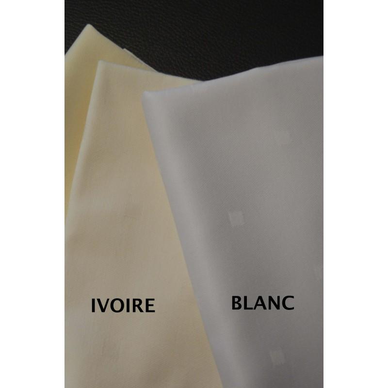 nappe blanche tissus pour habiller vos tables de f te. Black Bedroom Furniture Sets. Home Design Ideas