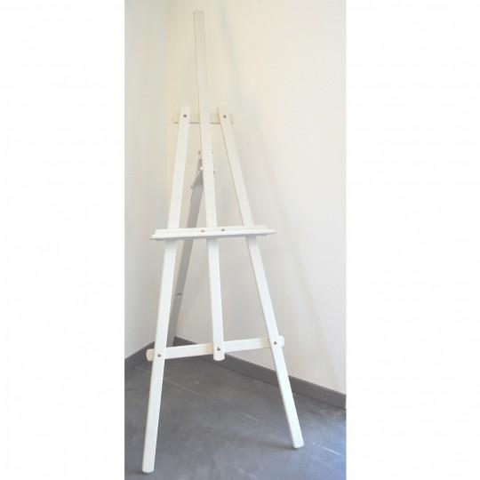 Chevalet en bois blanc.
