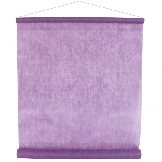 Tenture parme pour la salle en intissé polyester.
