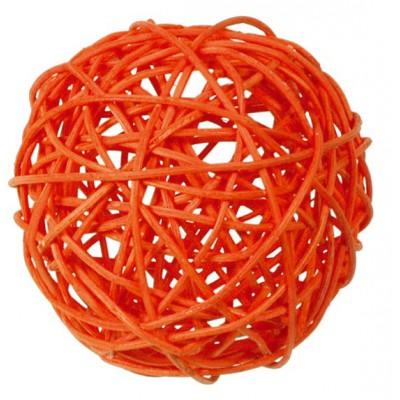 Boule en rotin orange.